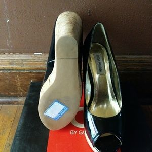 Patent leather wedge shoe